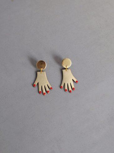 Boucles d'oreilles à main en cuir doré et rouge sur la boutique Etsy Benu Made