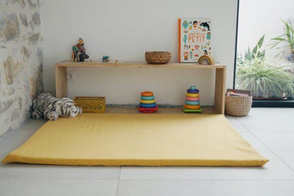 Tapis d'éveil Montessori bébé jaune moutarde - Boutique Merci Suzy sur Etsy