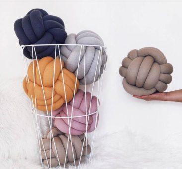 Coussin décoratif nœud - Boutique Silver Sea Crafts sur Etsy