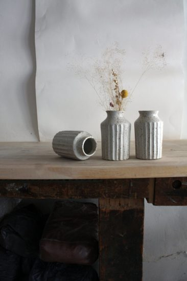 Vase gravé à la main sur la boutique Etsy Tsukumogami