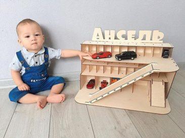 Garage en bois, petites voitures, Montessori - Boutique Toy Box Addicted sur Etsy