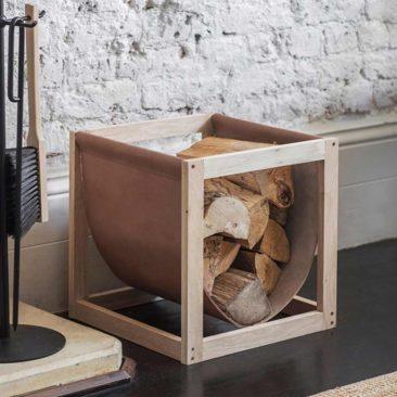 Porte-bûches en chêne et cuir naturel sur Decoclico