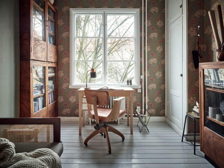 Encore... ce duplex à la déco scandi vintage à Götenborg // Papier-peint William Morris et mobilier vintage pour le bureau