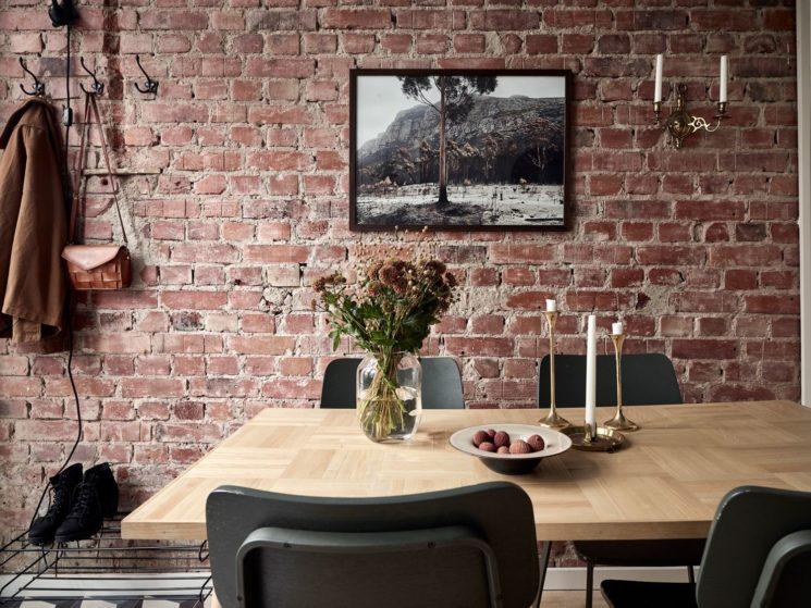 """Encore... ce duplex à la déco scandi vintage à Götenborg // Ambiance """"campagne"""" pour la cuisine avec son mur de briques"""