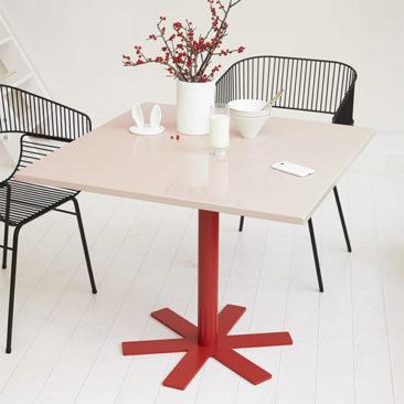 Table carrée, Parrot - design : India Madhavi - Petite Friture