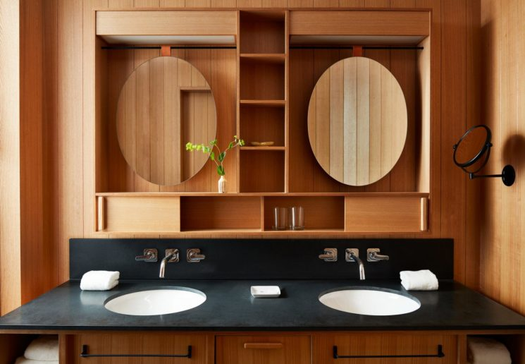 Ace hotel à Kyoto // Cabinet de toilette tout en bois