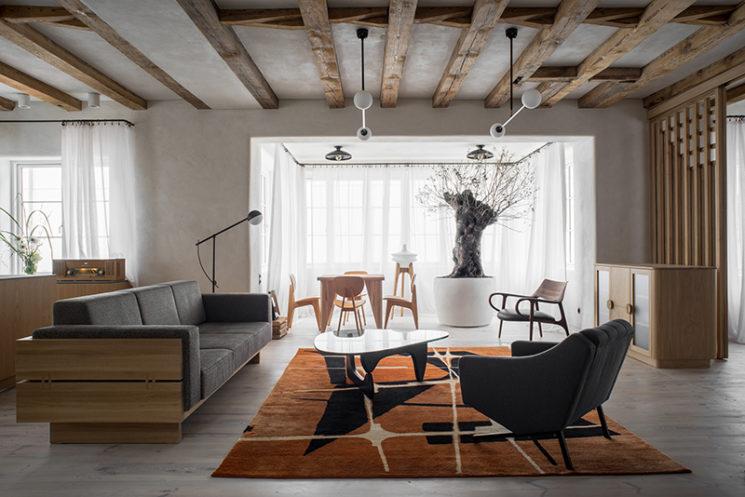 Style wabi sabi moderniste avec beaucoup de mobilier vintage // House from 1923 - Loft Kolasinski