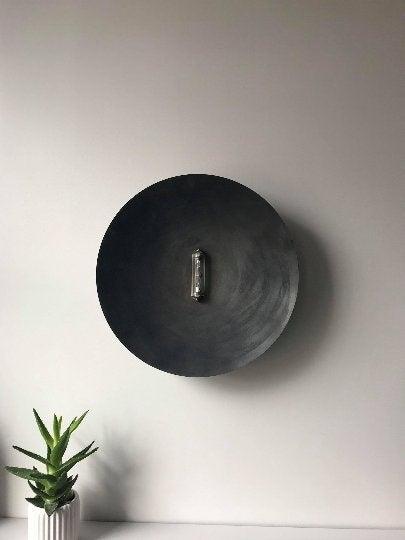 applique vintage en métal noir patiné de style brutaliste à 140 €, sur la boutique Etsy LightCookie2