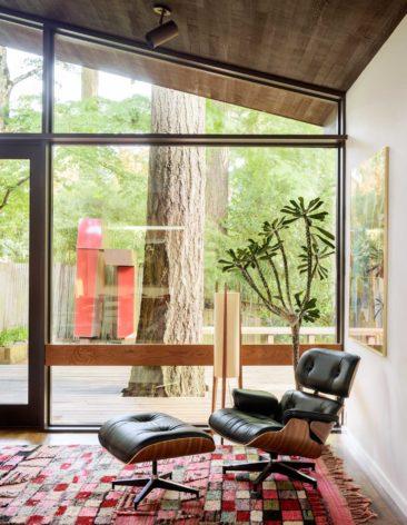 Fauteuil relax vintage - Jessica Helgerson Interior Design, projet rénovation d'une maison des année 50 à Portland