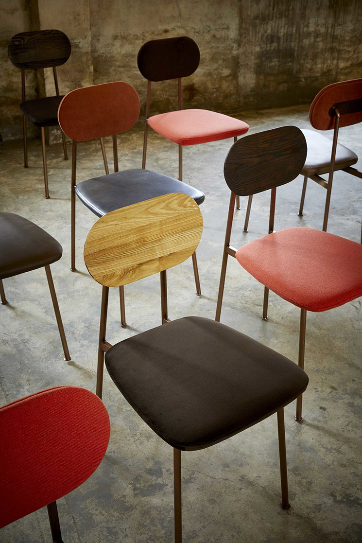 Bleu Nature collection // Chaise YUTAPI en cuivre brossé, cuir ou/et tissu, bois