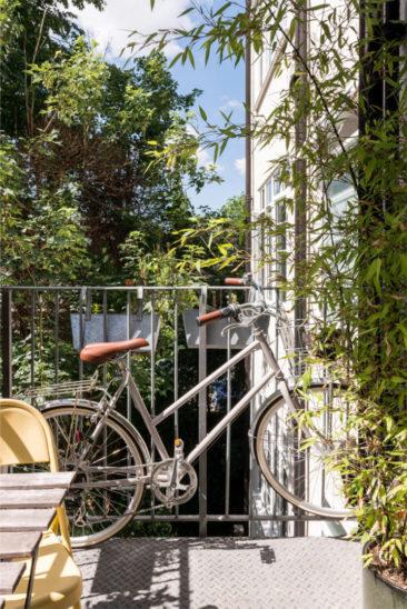 Stocker son vélo sur le balcon, idée gain de place