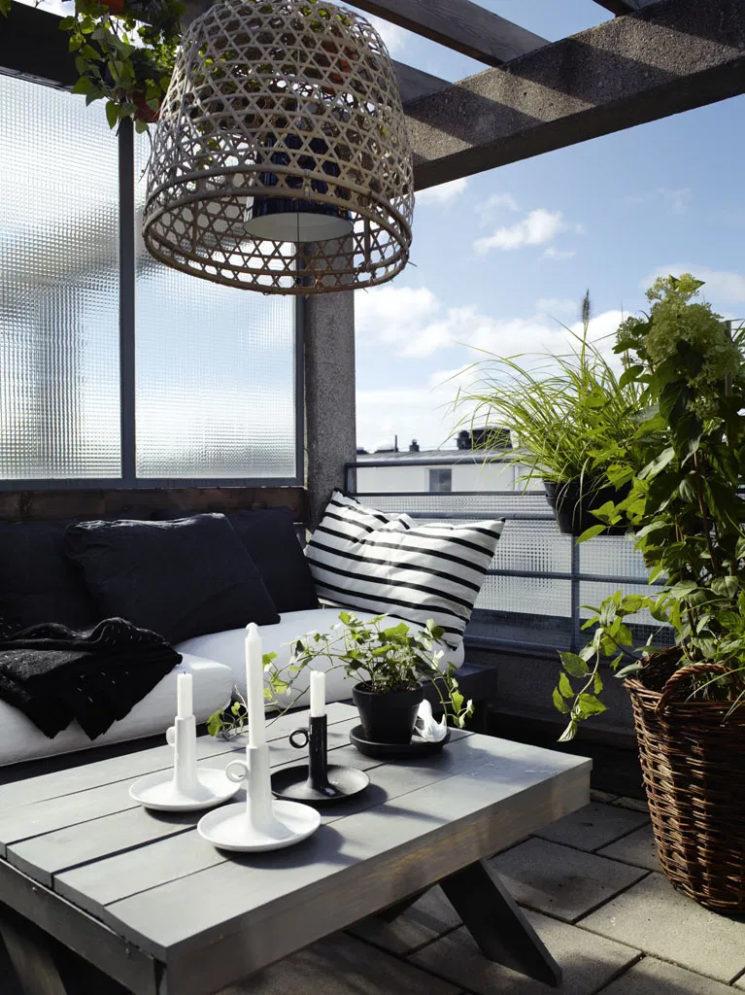 Aménager son balcon comme un salon extérieur // Design intérieur : Moa Lundberg - Projet : Sandelsgatan à Stockholm