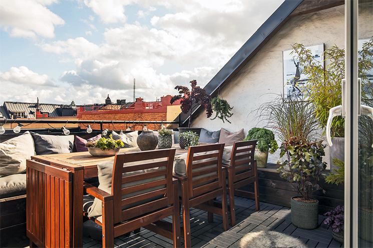 On choisit le mobilier pour son balcon en fonction de la place // Idée gain de place : la banquette