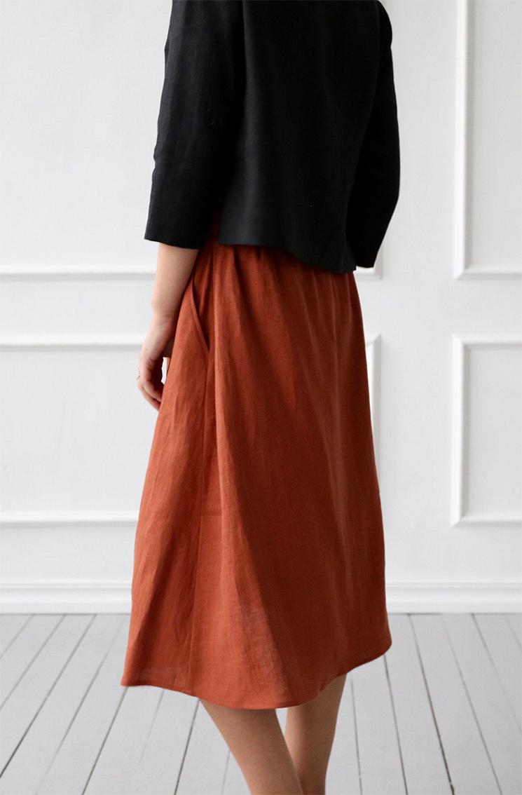 Jupe en lin, longueur midi, couleur séquoia à dénicher sur la boutique Etsy, Offon Cloting, 89 €