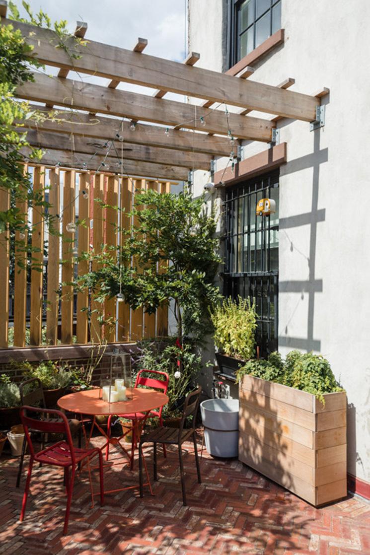 Vivre dedans /dehors || Une terrasse qui joue la carte terracotta
