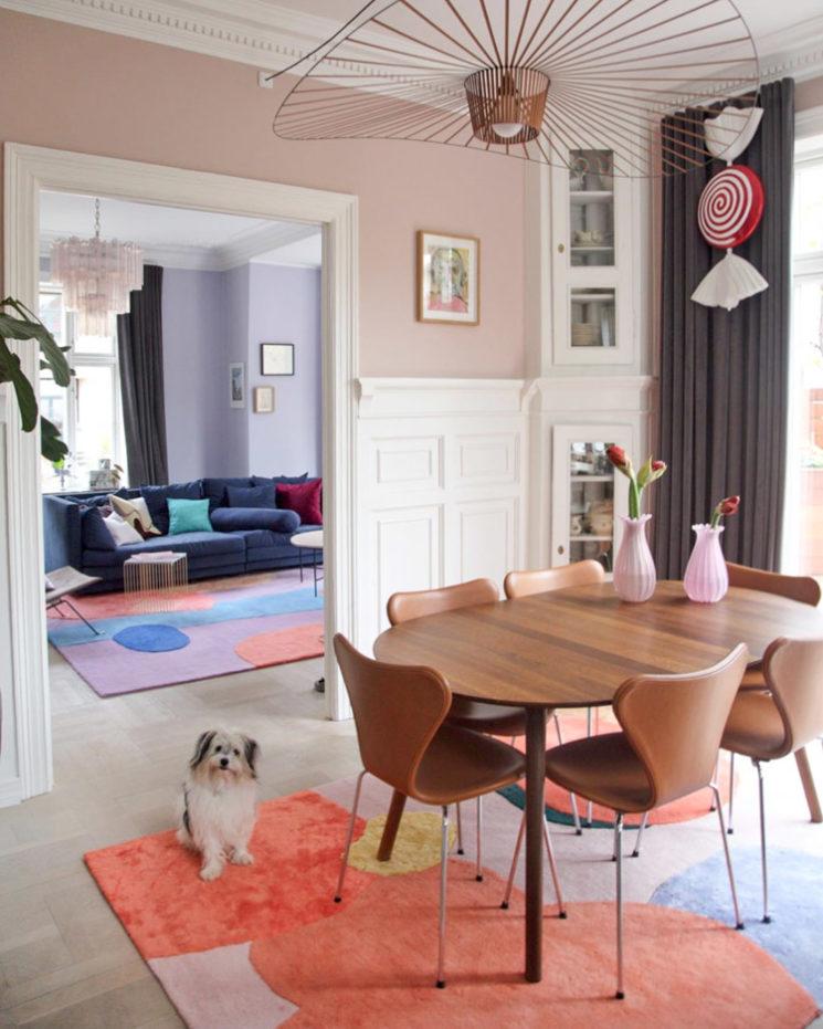 L'intérieur de la créatrice danoise @cathdelichtenberg // Des tapis avec des aplats de couleur pastel
