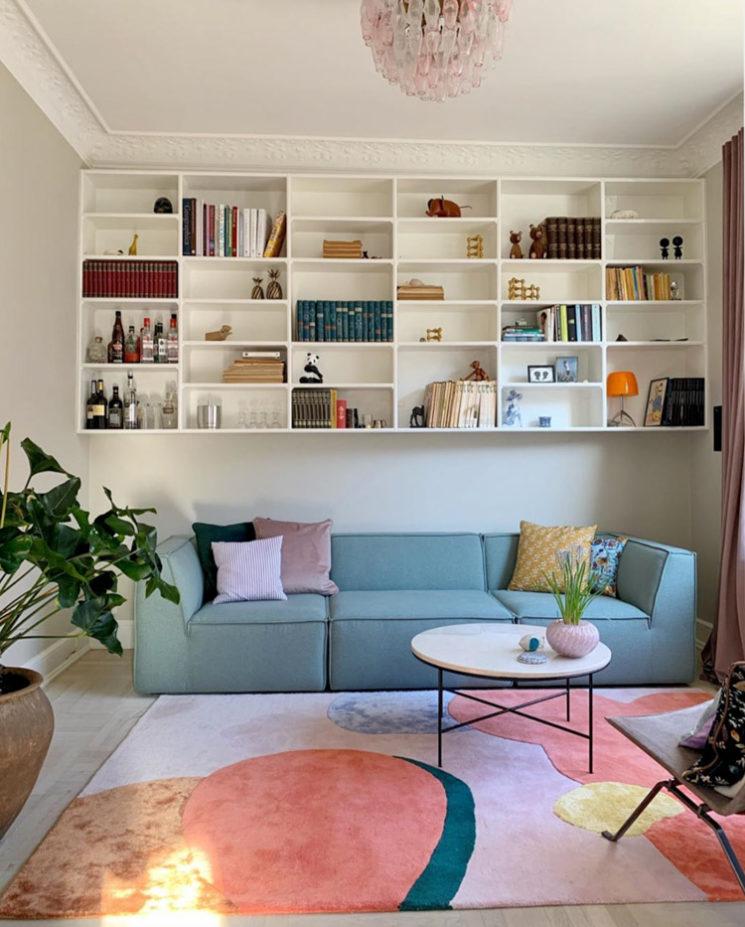 L'intérieur de la créatrice danoise @cathdelichtenberg // Un tapis avec des aplats de couleur pastel