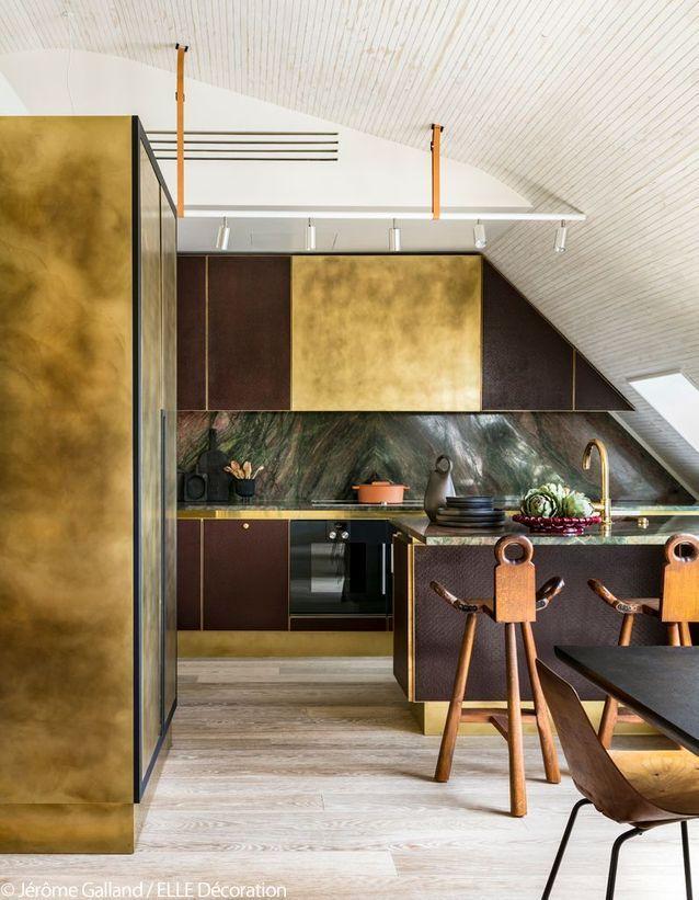 [ Inspiration déco ] Crédences et façades de placard de cuisine en laiton // Design intérieur : Hugo Toro et Maxime Liautard