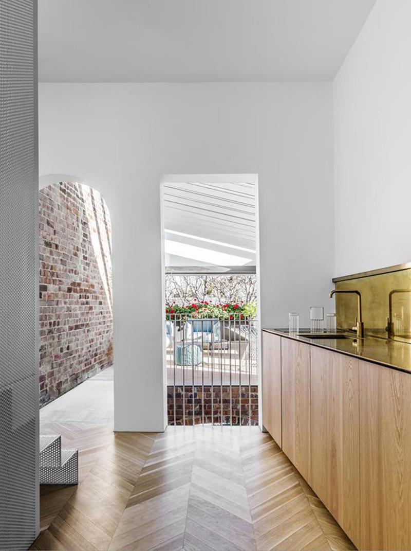 [ Inspiration déco ] Crédences et façades de placard de cuisine en laiton // Intérieur design : Dettorre architects - Projet : Italianate House, Surry Hills