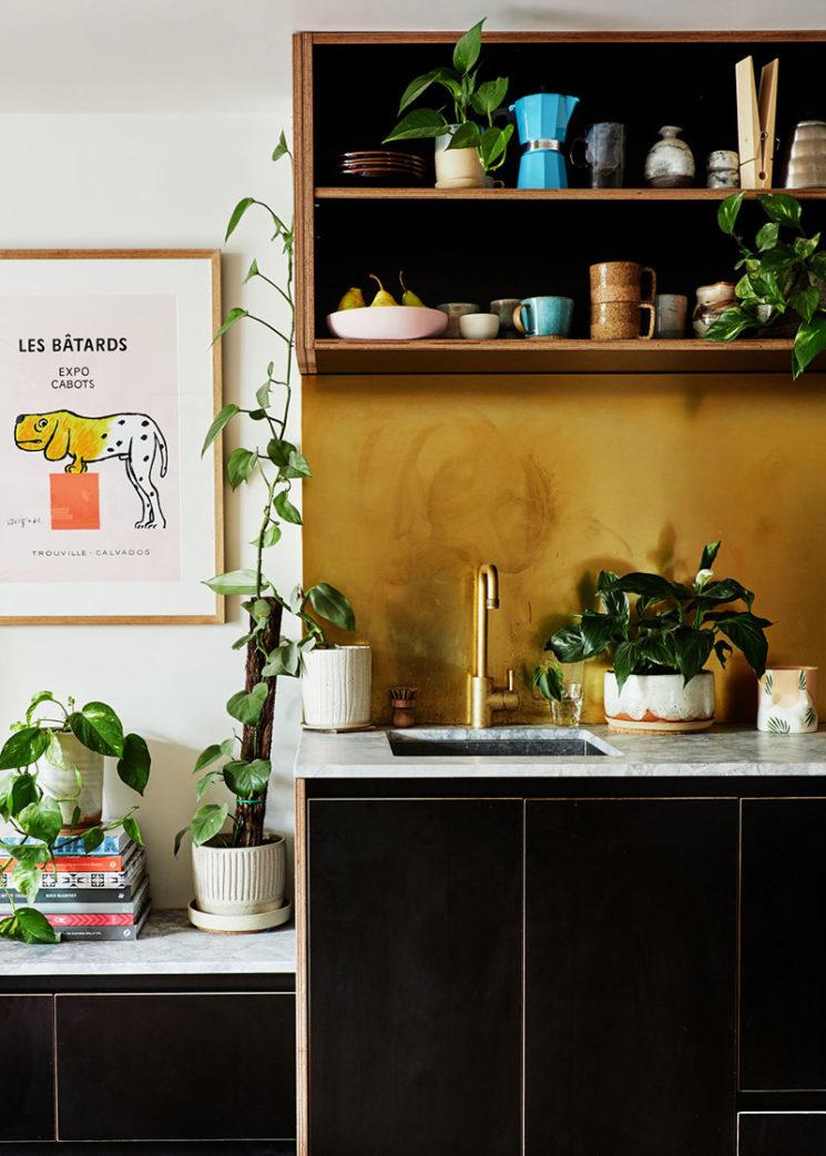 [ Inspiration déco ] Crédences et façades de placard de cuisine en laiton