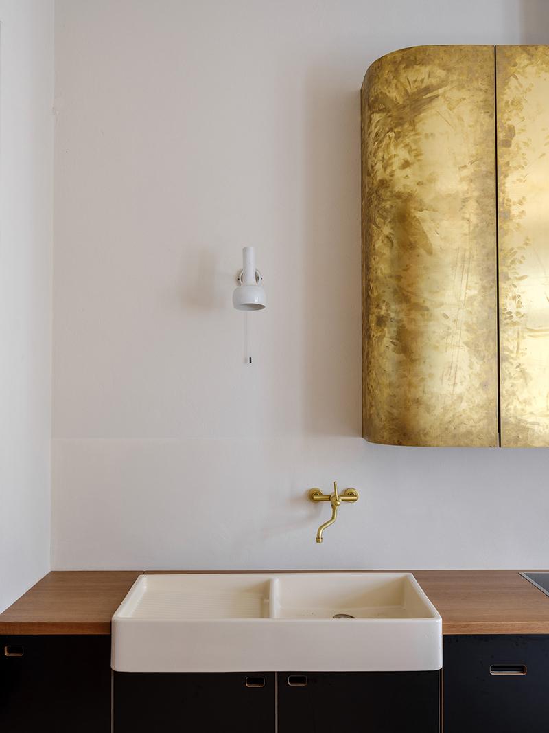[ Inspiration déco ] Crédences et façades de placard de cuisine en laiton // Intérieur design : Emil Dervish - Projet : Birdsnest