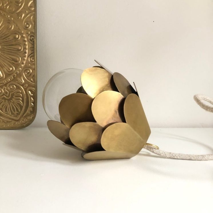 Lampe baladeuse en laiton, Fleur sur la boutique Etsy - Petits Bohèmes