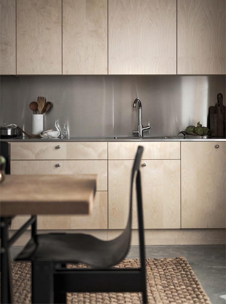 Palette de tons neutres et bois foncé pour ce projet à Stockholm // Projekt Brommabyn - Intérieur design Erik Bratsberg of The Moment Gallery