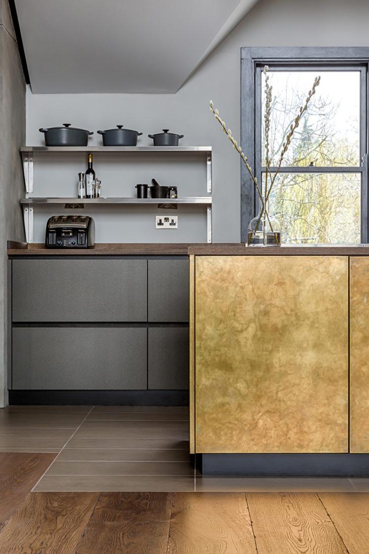 [ Inspiration déco ] Crédences et façades de placard de cuisine en laiton // Sola kitchens