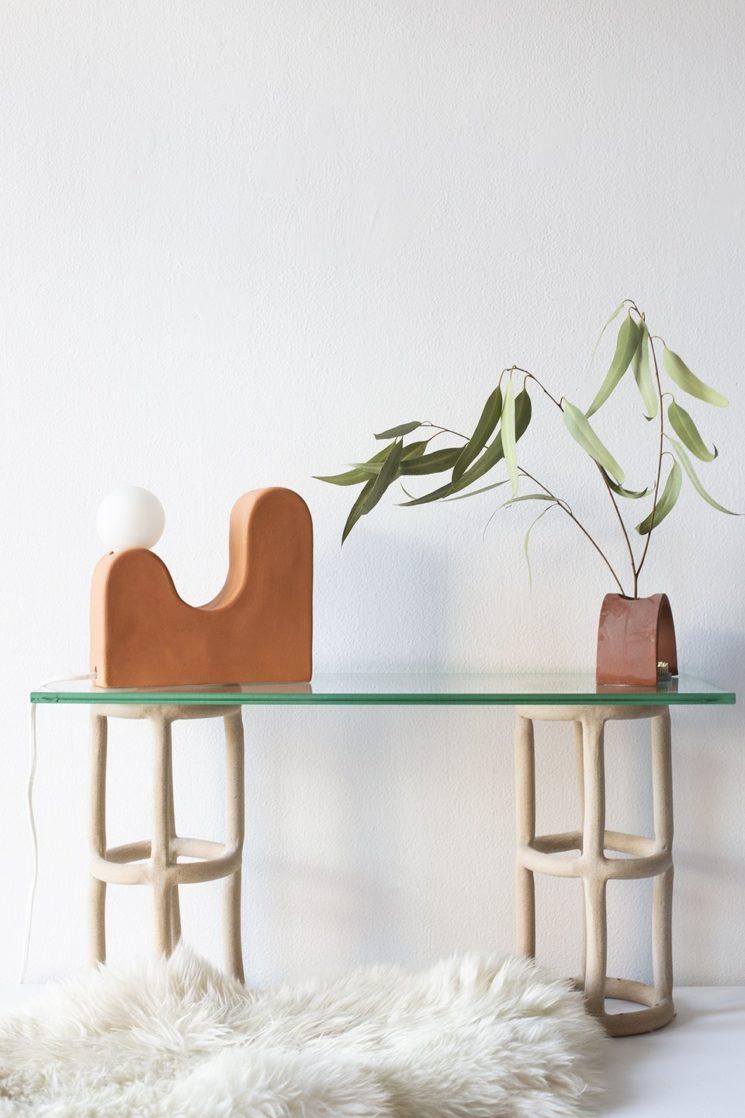 Virginia Sin, une approche design de la céramique // Système d'étagère cylindriques et lampe Little Hills
