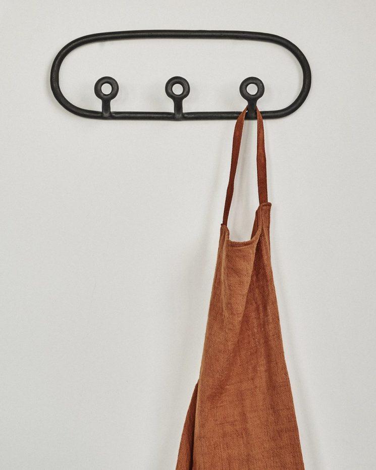Virginia Sin, une approche design de la céramique // Porte-manteau trio, noir