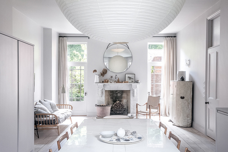 """Un intérieur """"classique"""" revisité en blanc par Faye Toogood"""