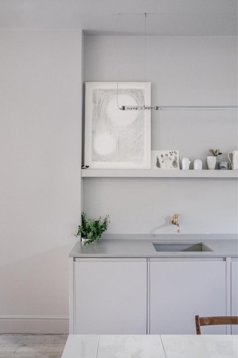 """Un intérieur """"classique"""" revisité en blanc par Faye Toogood // Cuisine minimaliste"""