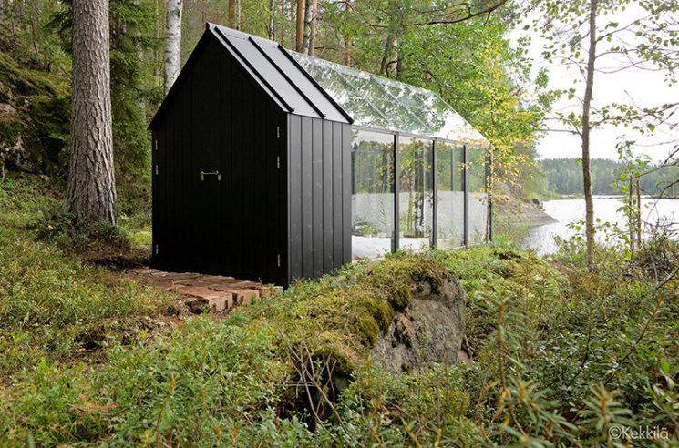 Aménager une serre comme pièce en plus au jardin // Conception : avan.to pour Jardin de Kekkilä - Une serre au milieu de la nature