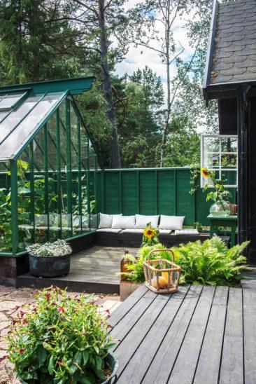 Aménager une serre comme pièce en plus au jardin // Vivre dedans dehors, tel est l'objectif de ce projet