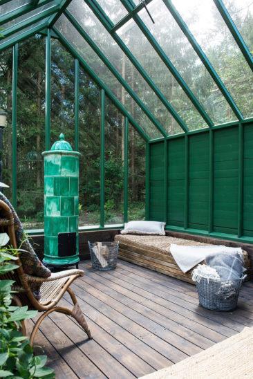 Aménager une serre comme pièce en plus au jardin // La serre peut devenir un endroit de repos