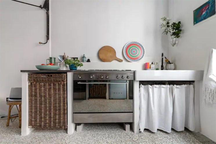 Maison d'hôtes située à Arles, cuisine au style désuet