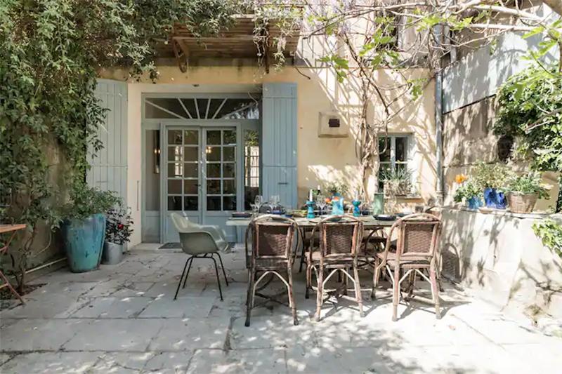Maison d'hôtes située à Arles, cours intérieure