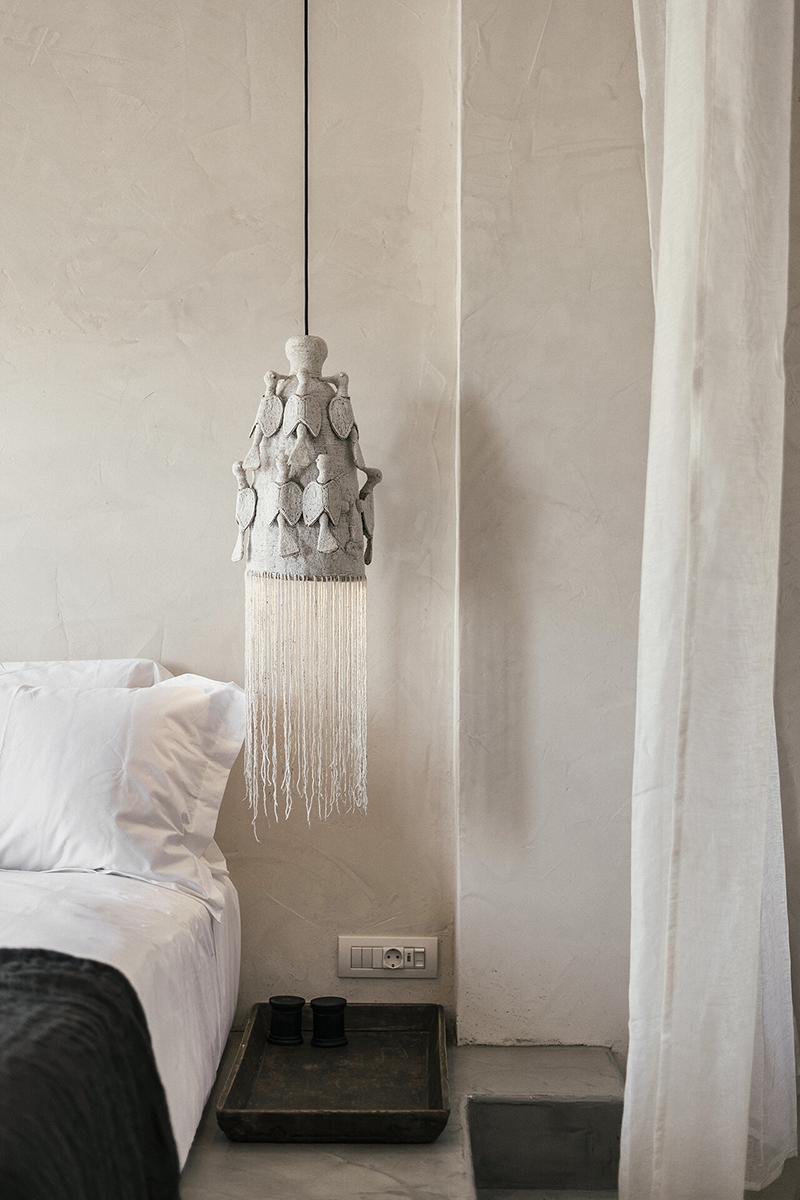 L'Hôtel Casita Casita à Lindos // Une lampe en feutre (?) à l'esprit bohème que j'adore