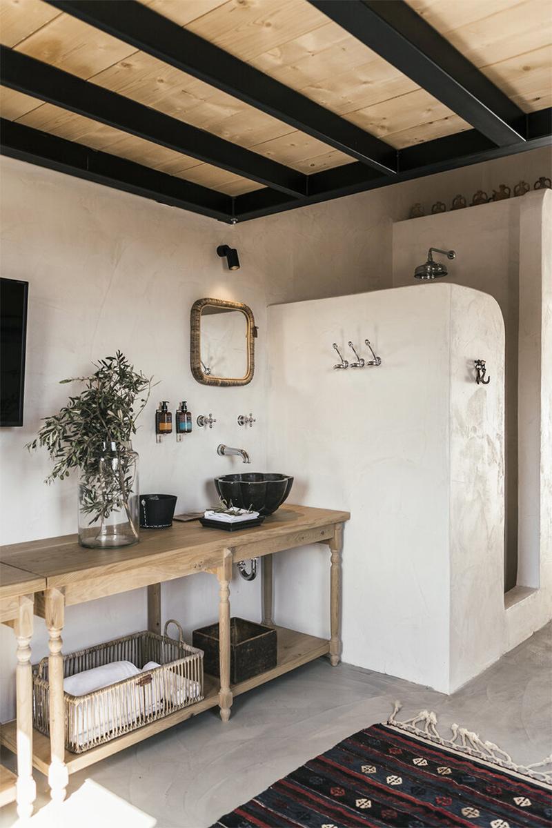 L'Hôtel Casita Casita à Lindos, une ambiance bohème // Palette de matériaux, béton ciré et enduit mural