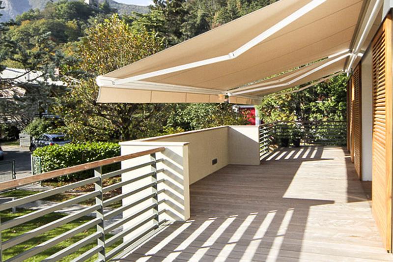 Réflexion sur l'art de rénover l'ancien // Réalisation Richard Vieux // Création d'ouvertures et d'une terrasse auto-portante