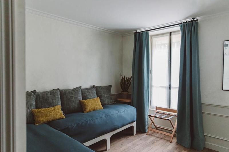 Hoy hôtel à Paris, une esthétique wabi sabi bohème // Aménagement d'une banquette d'angle