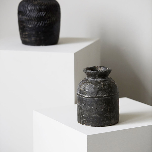 Vase rustique en ciment noir, Jakaba - House Doctor