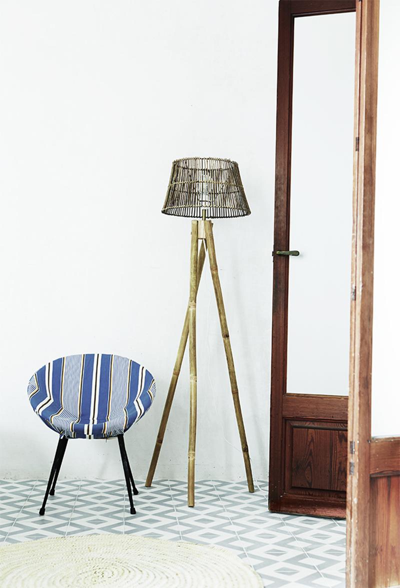 Adopter la fouta en décoration, en couvrant des sièges comme dans la maison de Tine K à Majorque