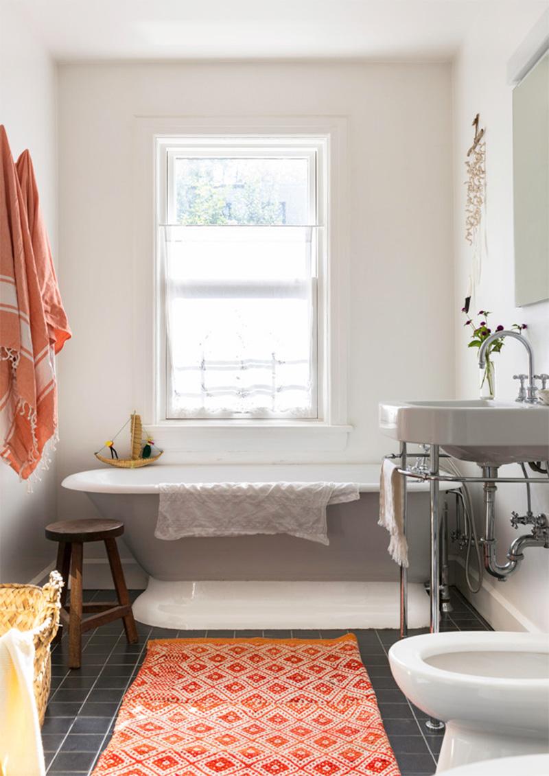 Adopter la fouta en décoration, tout simplement en serviette de bain dans la salle de bain