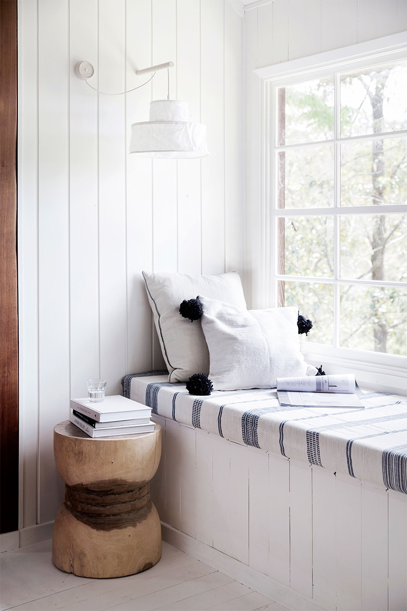 Adopter la fouta en décoration, en s'en servant pour en faire une housse de matelas // Styling : Natalie Walton home