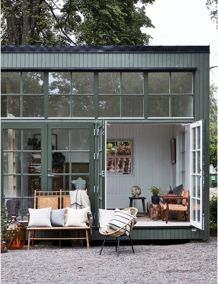 Maisons cabanes, maisons d'été en préfabriqué par la société suédoise Sommernöjen // Une cabane à l'esprit artiste