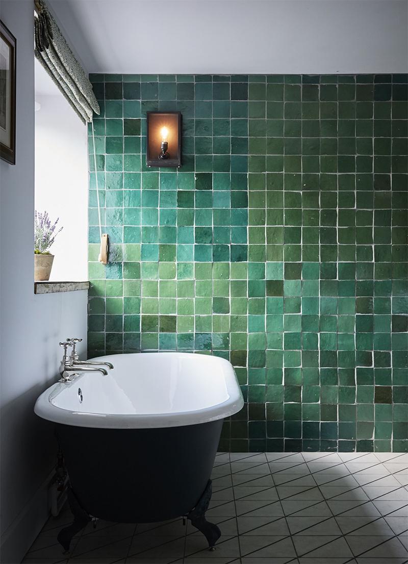 Un mur en faïence verte dans sa déco // Artist Residence à Oxford
