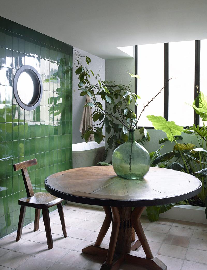 Un mur en faïence verte dans sa déco // Cobalto Studio - Projet Appartement à Barcelone