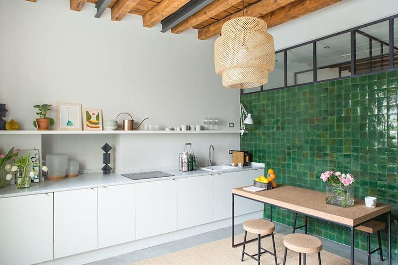 Des zelliges verts dans sa déco // The Greenhouse Loft à Milan - Costanza Milano