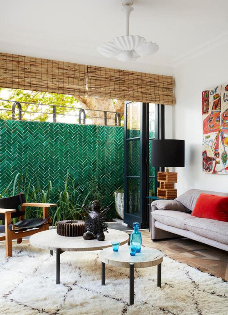 Un mur en faïence verte dans sa déco // Hugh Jones Mackintosh - Projet Courtyard house
